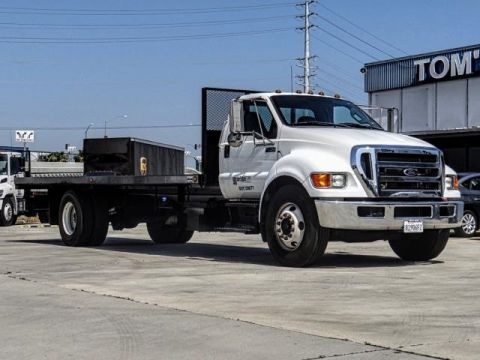 Pre-Owned 2015 Ford F-650